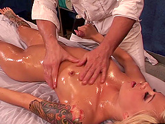 Oiled bimbo Emma Mae thrives in being penetrated by Evan Stone